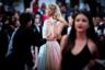 Шведская модель Эльза Хоск когда-то профессионально играла в баскетбол — но сменив спорт на подиум, успела поработать с брендами уровня Dior и Dolce & Gabbana, а с 2015 года служит «ангелом» Victoria's Secret.