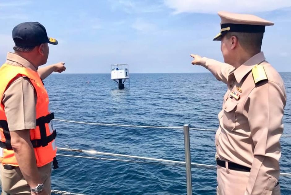 Тайские военные возле плавучего дома