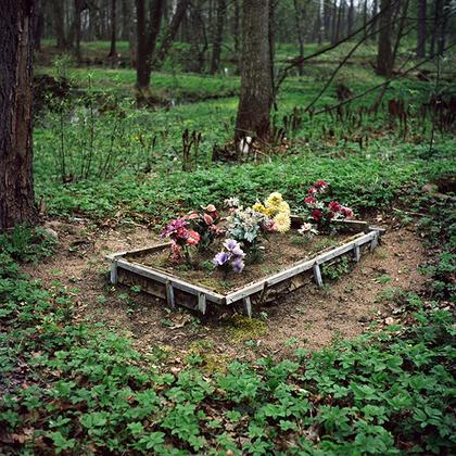 Мартышкинское кладбище. Здесь, на берегу Финского залива было устроено немецкое кладбище для колонистов всех районов города. Оно существовало до 1932 года, когда в силу известных обстоятельств приход был закрыт, а немецкую часть кладбища сровняли с землей бульдозерами.
