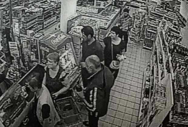 Скриншот видео из «Пятерочки», на котором запечатлен подозреваемый в убийстве