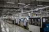 Операторы производственной линии. Всего в Huawei работают около 180 тысяч человек, офисы компании разбросаны по всему миру. В 1997-м в России открылся первый зарубежный филиал Huawei. В настоящее время их в Евразийском регионе более десятка, а еще у Huawei в России есть научно-исследовательский и учебный центры, центры техподдержки и управления сетями.