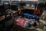 Сон на рабочем месте — обычная для китайцев практика. Многие корпорации обустраивают спальные места прямо в офисах. Выгода обоюдная — сотрудники получают ценную возможность отдохнуть с комфортом, бизнес — отдохнувших сотрудников, способных, если потребуется, вообще не покидать офис.