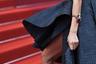 Модель Жозефин Скривер на показе фильма «Тайная жизнь» появилась в полностью открывающем ноги платье Ali Younes с кокеткой и шлейфом, дополнив его фантазийным браслетом с крупными цветными камнями.
