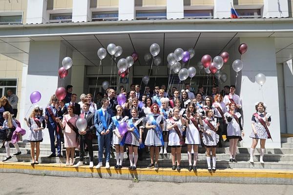 Мэр Владивостока проводил выпускников в «последний путь»