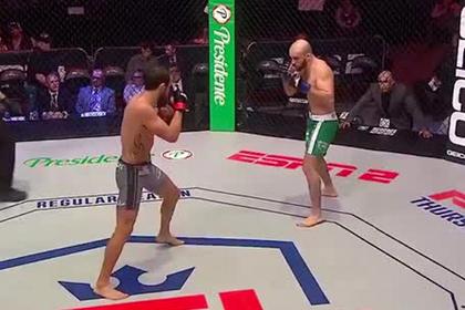 Российский боец нокаутировал американца за 10 секунд ударом коленом в прыжке