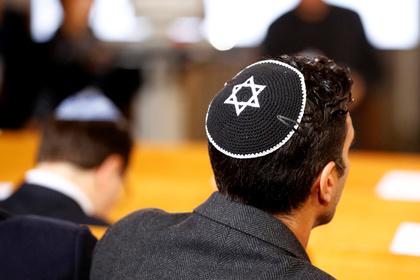 В правительстве Германии посоветовали евреям снять ермолки