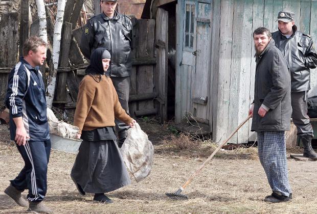 Петр Кузнецов (справа), лидер сектантов, ожидавших конца света в подземном укрытии в Пензенской области