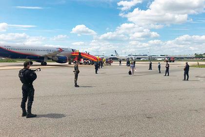 Россиян задержали в аэропорту Франции из-за сообщений о минировании