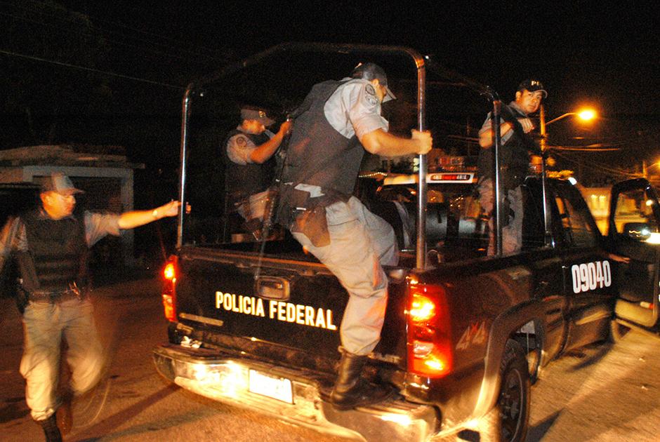 Мексиканские силовики патрулируют город Канкун
