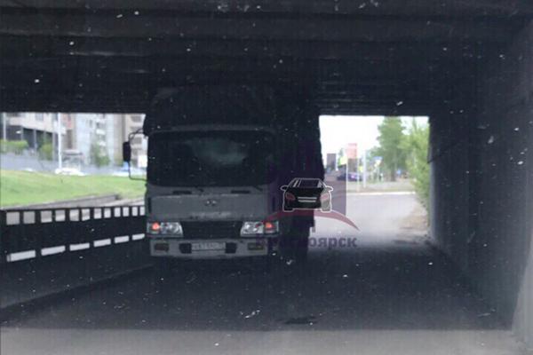 В Красноярске появился свой «Мост глупости»: События: 69-я