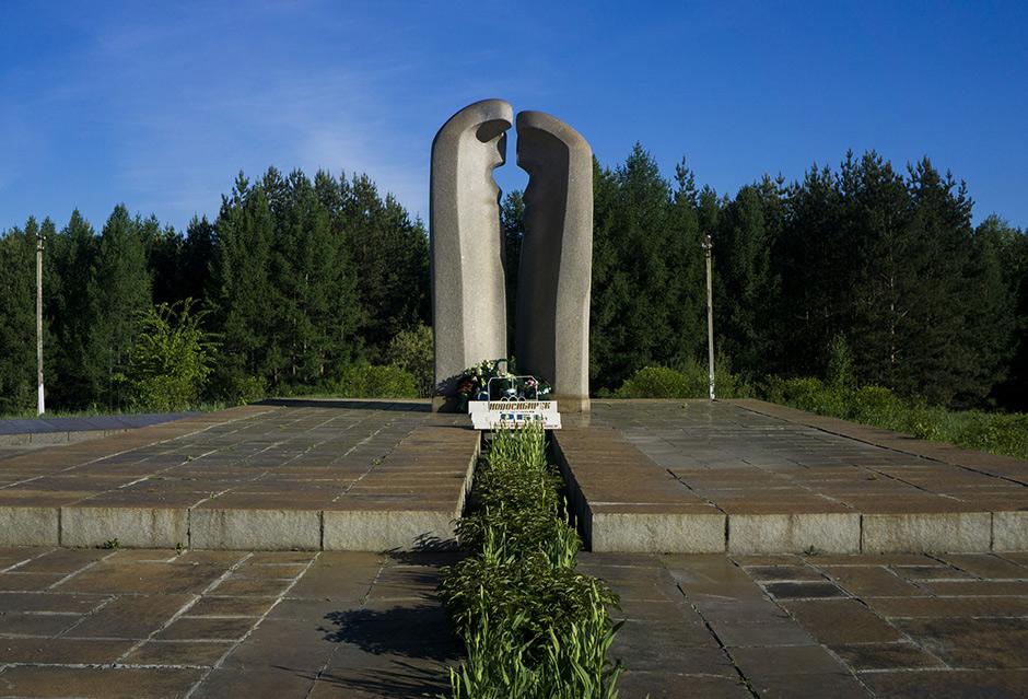 Памятник жертвам взрыва под Ашой в Башкирии