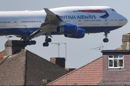 Пьяная пассажирка напала на трех бортпроводников в самолете и попала под суд