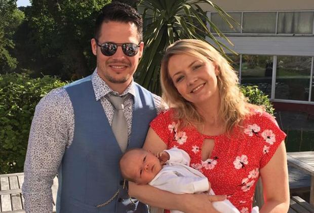 Джордан Адлард-Роджерс и Кэти Хаббер с ребенком