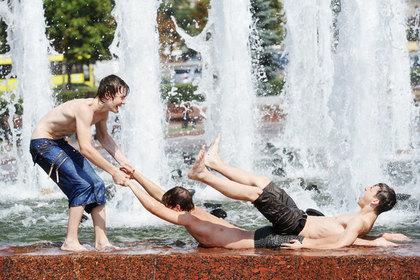 Россиян предупредили об опасности купания в фонтанах