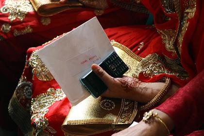 Жена сбежала от мужа со священником через две недели после свадьбы