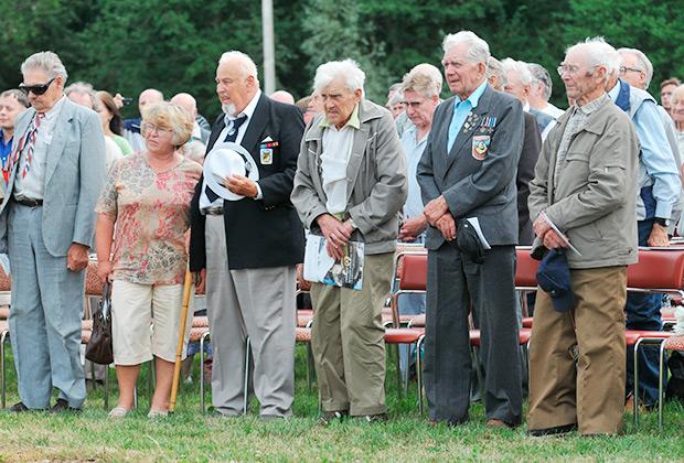 Ветераны 20-й гренадерской дивизии СС на высотах Синимяэ, где прошла встреча бывших эстонских легионеров