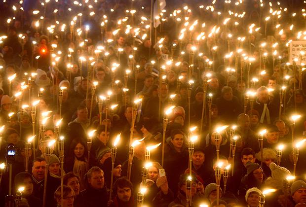 Факельное шествие, организованное партией EKRE в феврале 2019