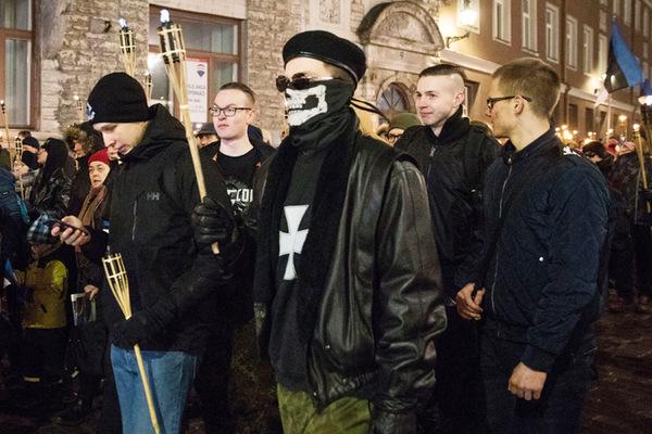 EKRE и ee молодежная организация «Синие пробуждение» организовали в день празднования 101-й годовщины Эстонской Республики, 24 февраля, факельное шествие в центре Таллинна