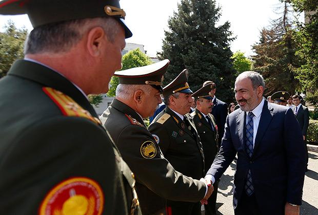 Премьер-министр Никол Пашинян 9 мая посетил Республику Арцах