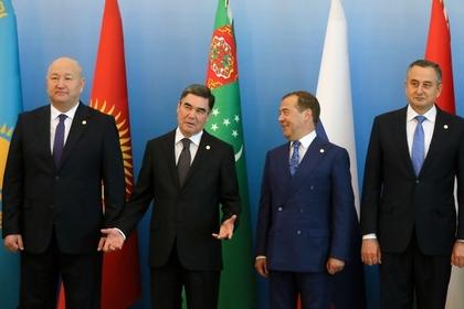Медведев вступился за СНГ