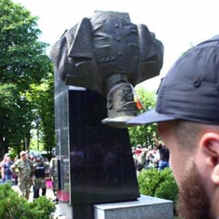 Бюст Георгия Жукова в Харькове