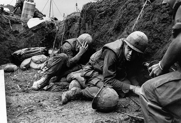 Солдаты армии США в окопах Вьетнамской войны,