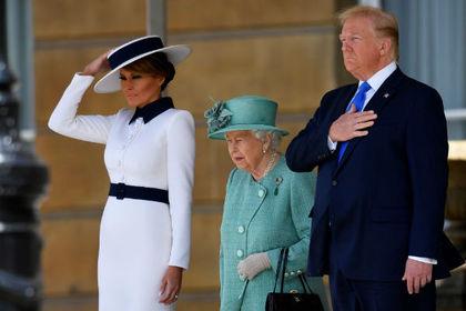 Елизавета II уличила Трампа в забывчивости из-за подарка