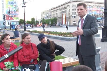 Губернатор Сергей Фургал и объявившие голодовку выпускники детских домов