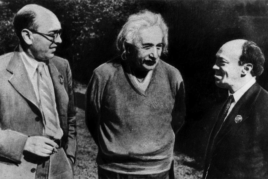 Слева направо: Ицик Фефер, Альберт Эйнштейн и Соломон Михоэлс. США, июнь 1943 года