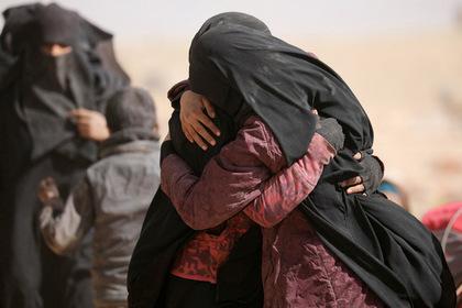 США вернули к себе связанных с «Исламским государством» женщин и детей