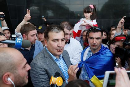 Михаил Саакашвили (в центре)