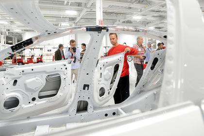 Tesla запретила сотрудникам жаловаться