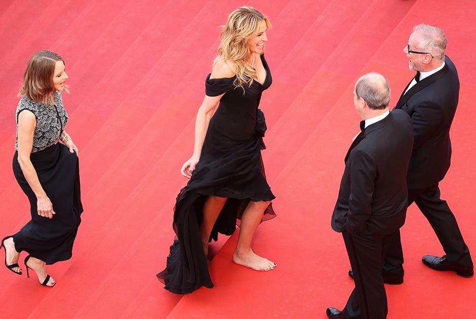 Джулия Робертс без туфель на красной дорожке Каннского кинофестиваля, 2016 год