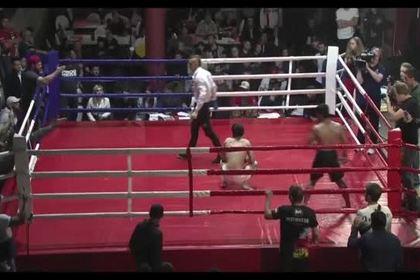 Секунданты проигравшего бойца MMA набросились на судью