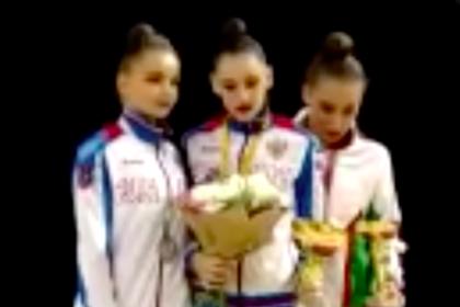 Российских гимнасток наградили под гимн СССР