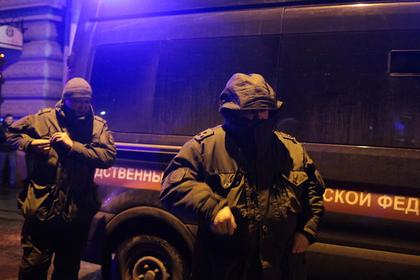 Россиянин совершил массовое убийство, обстрелял силовиков и покончил с собой