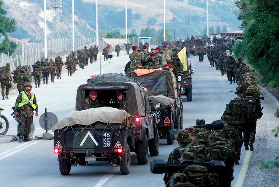 Британские миротворцы вступают в Косово