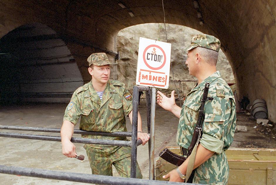 Охрана подземного аэродрома. Российский миротворческий контингент в Косово