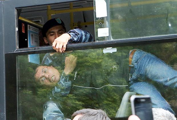 Демонстрант, задержанный на несанкционированном митинге в Нур-Султане
