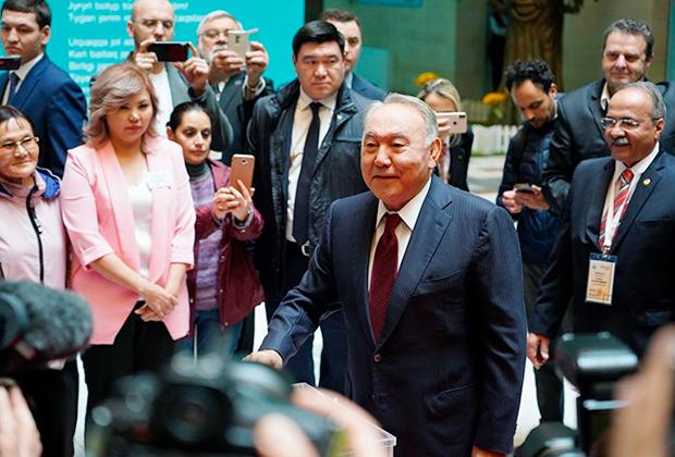 Нурсултан Назарбаев голосует на выборах президента во Дворце школьников в Нур-Султане