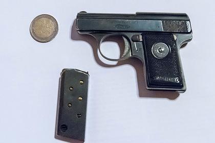 Россиянин затеял ремонт и нашел тайник с оружием