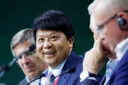 Исполнительный директор Huawei Пин Го на ПМЭФ-2019 Фото: Максим Шеметов / Reuters
