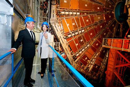 Медведев осмотрел Большой адронный коллайдер и вдохновился