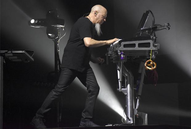 Клавишник Dream Theater Джордан Рудесс