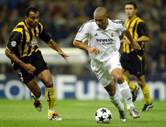 Роналдо (справа)