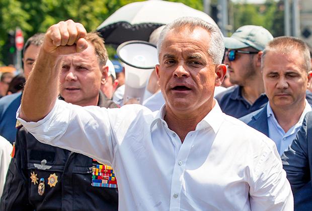 Лидер Демократической партии Молдавии Владимир Плахотнюк на митинге сторонников партии, которые требуют проведения досрочных выборов парламента и отставки президента Игоря Додона