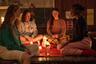 Если в программе Каннского фестиваля этого года и было совершенное, идеально задуманное, сконструированное и реализованное кино, то это «Малышка зомби», новый фильм француза Бертрана Бонелло («Ноктюрама», «Сен-Лоран: Стиль это я»). В современном Париже чернокожая девушка пытается освоиться в преимущественно белой элитной школе — параллельно же Бонелло показывает историю ее деда, на Гаити 1960-х ставшего жертвой зомбификации посредством вуду. В финале эти две сюжетные линии схлестнутся в пронзительном, кровожадном клинче — разом заклинающем наивную, бездумную апроприацию белой культурой культуры черной. С 22 августа.