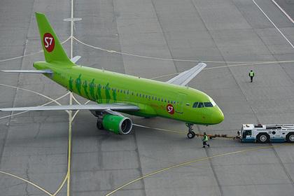 Самолет совершил аварийную посадку в российском аэропорту