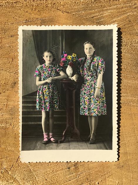 Нина Алексеевна Заварина со старшей сестрой