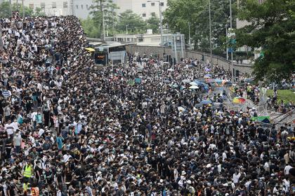 Массовые протесты вынудили власти Гонконга отложить закон об экстрадиции в Китай